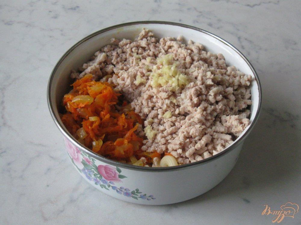 Фото приготовление рецепта: Макароны с курицей, тыквой и укропом шаг №7