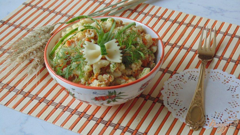 Фото приготовление рецепта: Макароны с курицей, тыквой и укропом шаг №9