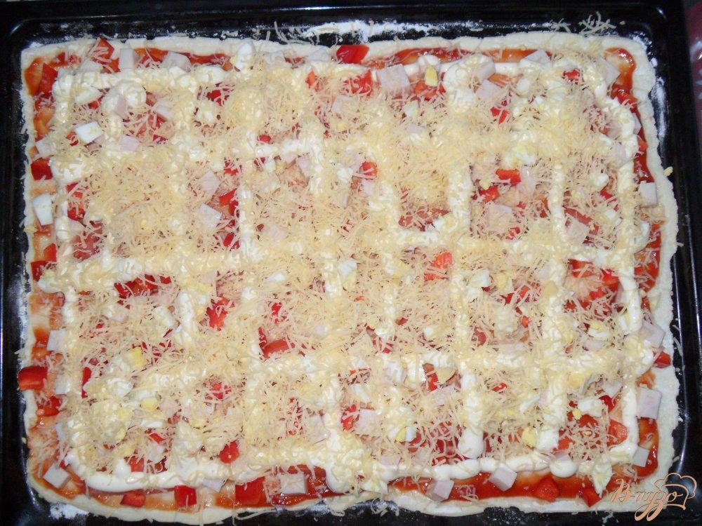 Фото приготовление рецепта: Пицца на слоенном тесте шаг №7
