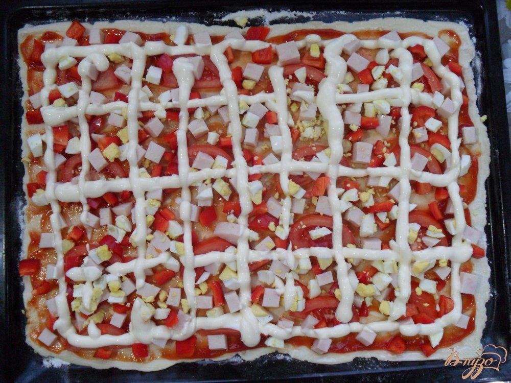 Фото приготовление рецепта: Пицца на слоенном тесте шаг №6