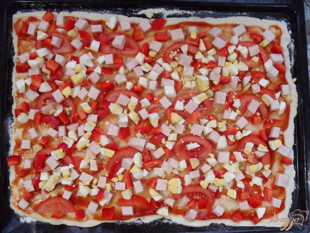 Фото приготовление рецепта: Пицца на слоенном тесте шаг №5