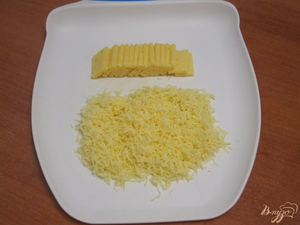 Фото приготовление рецепта: Омлет с сыром шаг №2
