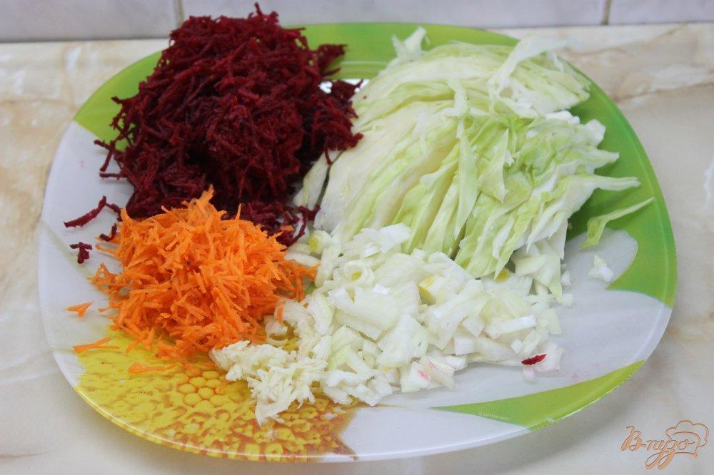 Фото приготовление рецепта: Борщ с фрикадельками и фасолью шаг №4