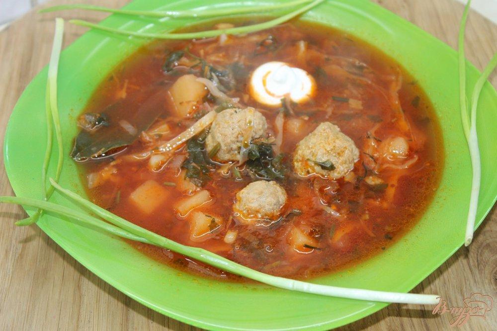 Фото приготовление рецепта: Борщ с фрикадельками и фасолью шаг №11