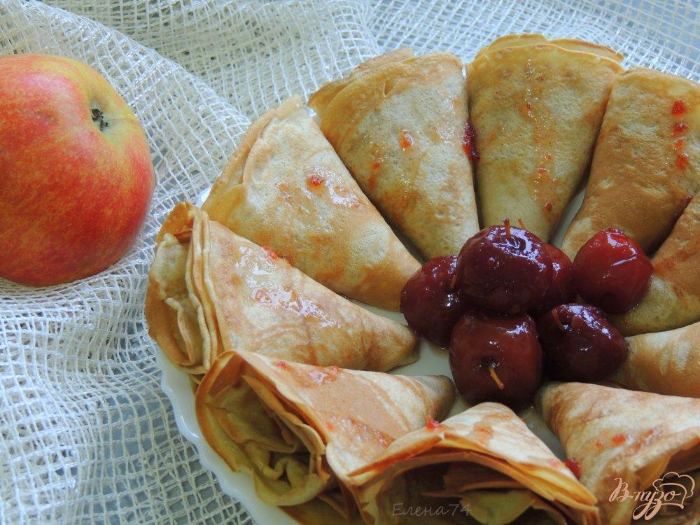 Фото приготовление рецепта: Блинчики на яблочном соке шаг №4