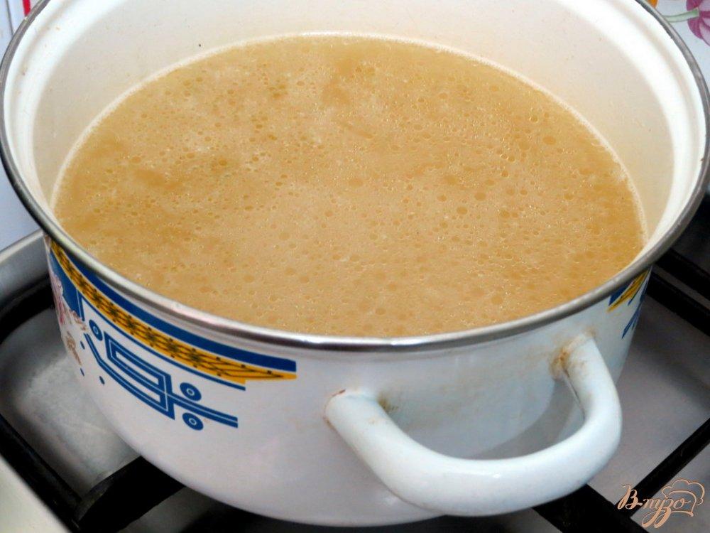 Фото приготовление рецепта: Томатный суп с рисом шаг №4