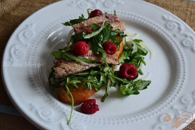 Фото приготовление рецепта: Тартина с сардинами и малиной шаг №5
