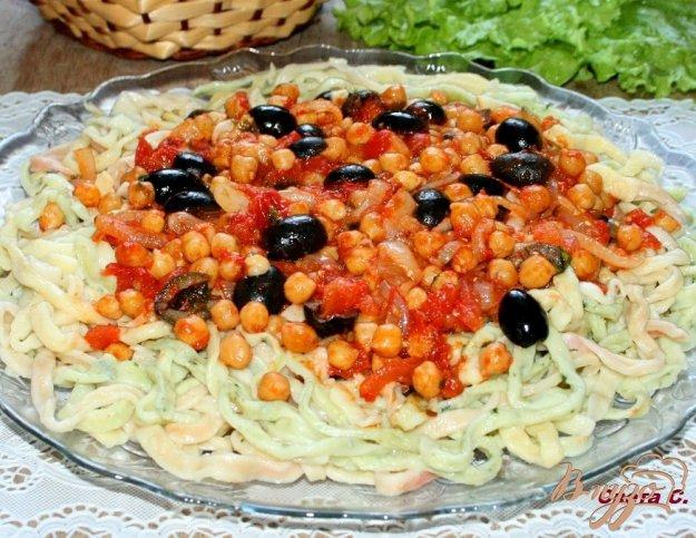 фото рецепта: Домашняя паста с нутом и маслинами