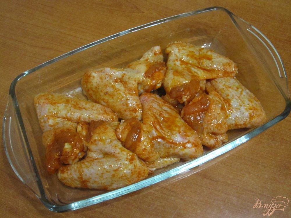Фото приготовление рецепта: Запеченные куриные крылья шаг №5