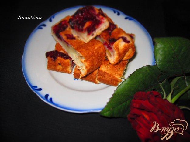 фото рецепта: Пирог на сметане с вишней и орехами