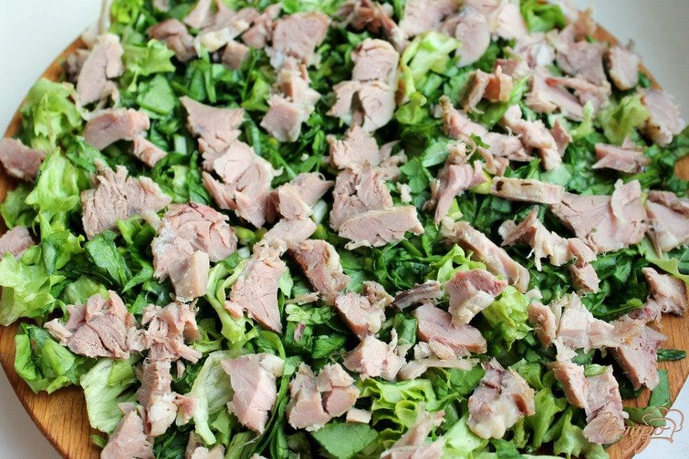 Фото приготовление рецепта: Микс салат с бужениной и сыром шаг №3