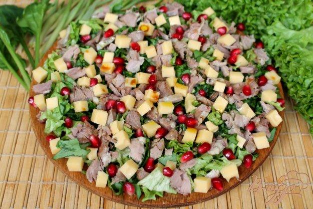 фото рецепта: Микс салат с бужениной и сыром