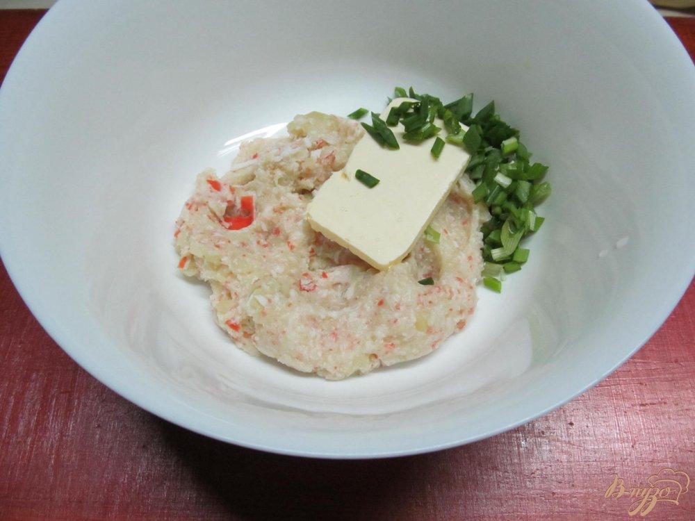 Фото приготовление рецепта: Овощной мильфей из капусты картофеля и крабовых палочек шаг №8