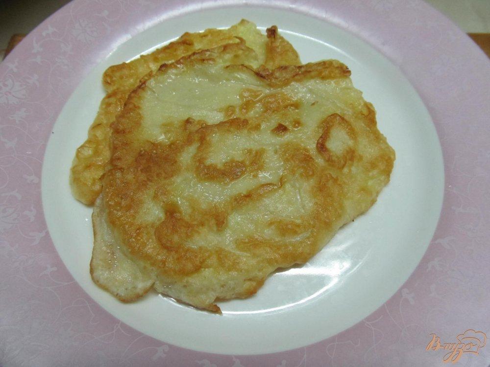 Фото приготовление рецепта: Овощной мильфей из капусты картофеля и крабовых палочек шаг №6