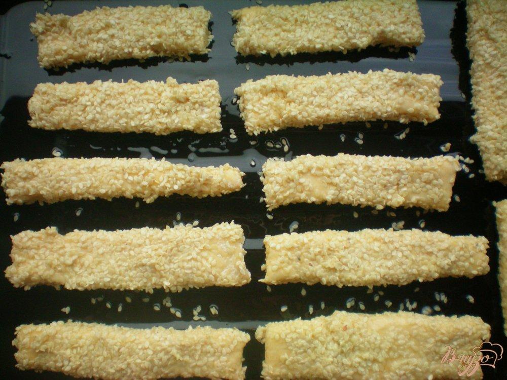 Фото приготовление рецепта: Сырные палочки шаг №4