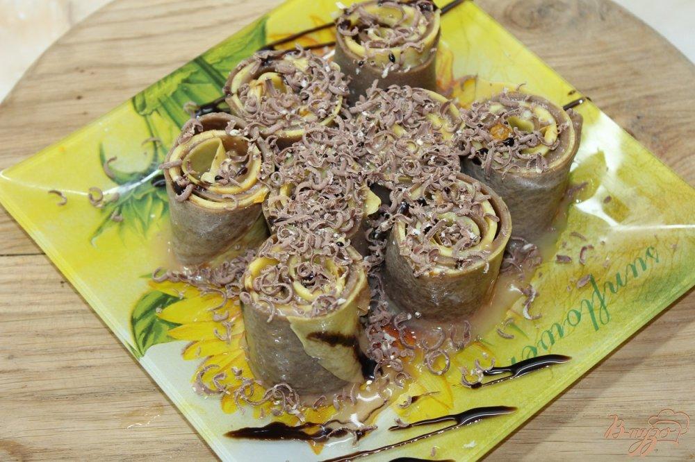 Фото приготовление рецепта: Сладкие блинные роллы шаг №8