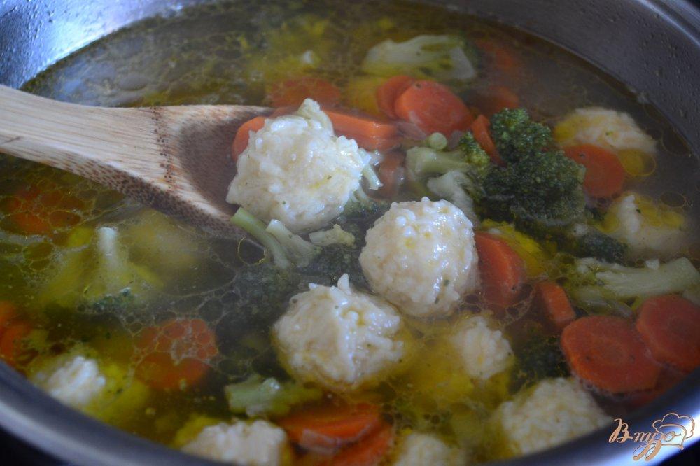 Фото приготовление рецепта: Овощной суп с рисовыми шариками шаг №5