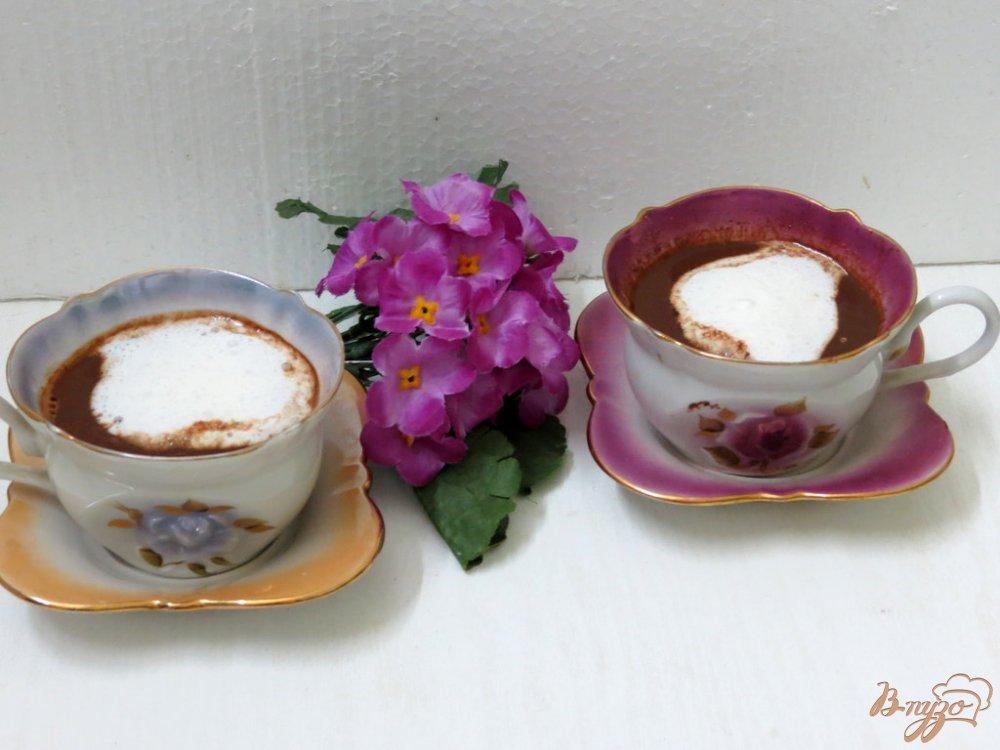 Фото приготовление рецепта: Кофе с молоком и шоколадом шаг №7