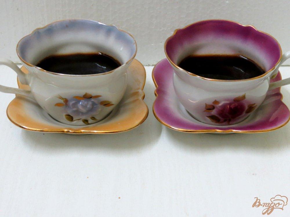 Фото приготовление рецепта: Кофе с молоком и шоколадом шаг №4