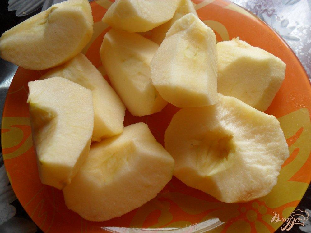 Фото приготовление рецепта: Пирог с творогом, яблоками и цукатами шаг №5
