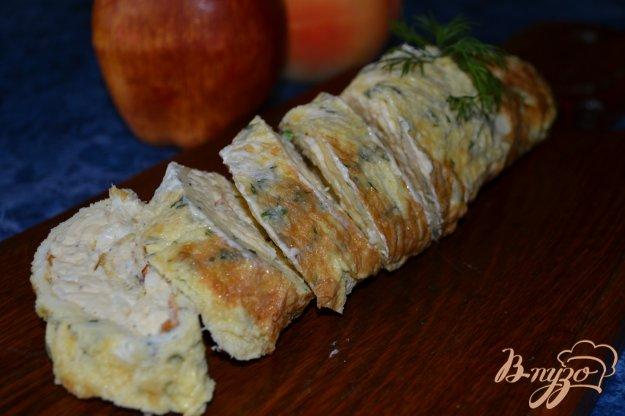 фото рецепта: Сырный рулет в омлете