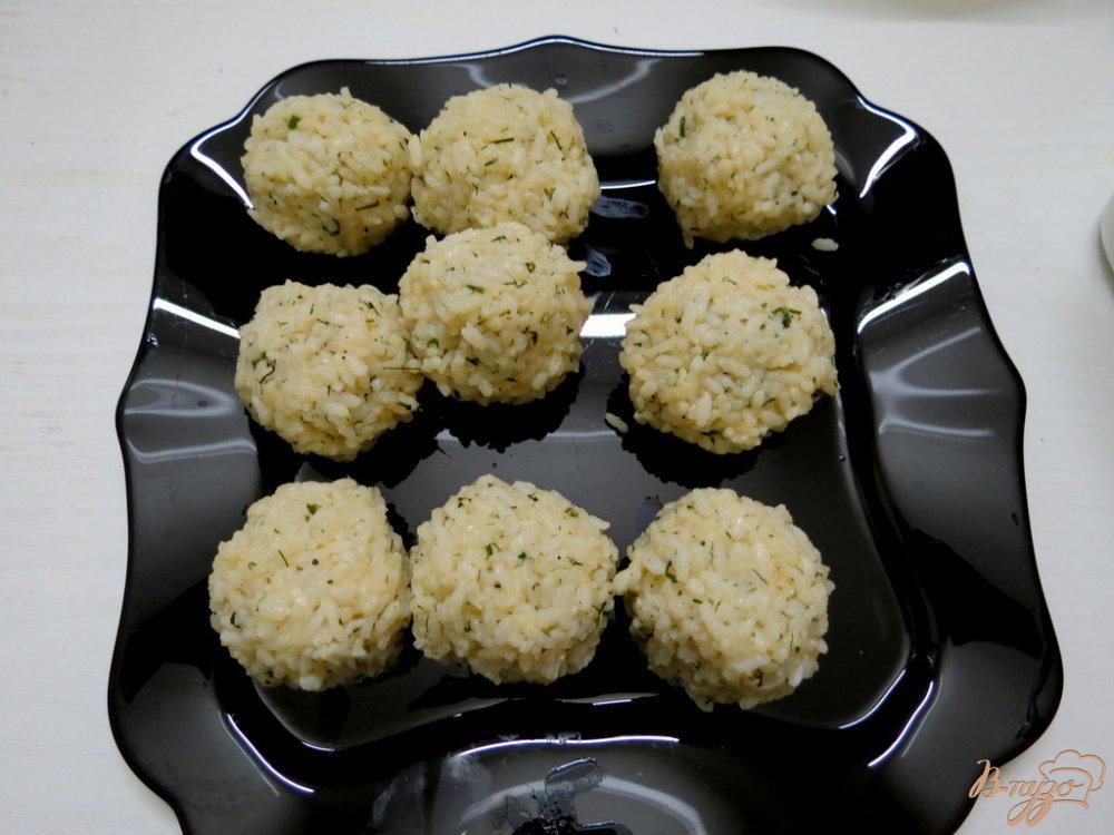 Фото приготовление рецепта: Щавелевый суп с рисовыми шариками шаг №3