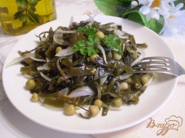 фото рецепта: Салат из ламинарии с горошком