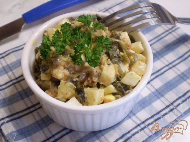 фото рецепта: Салат с рыбной консервой