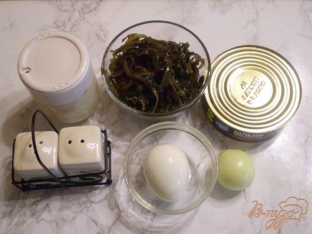 Фото приготовление рецепта: Салат с рыбной консервой шаг №1