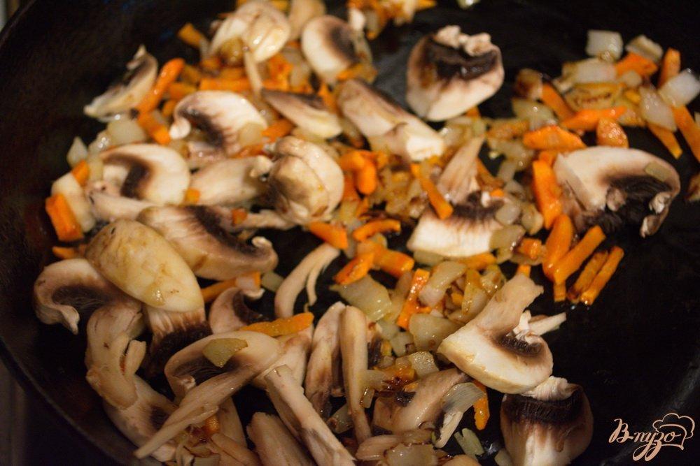 Фото приготовление рецепта: Постный гречневый суп с грибами шаг №4