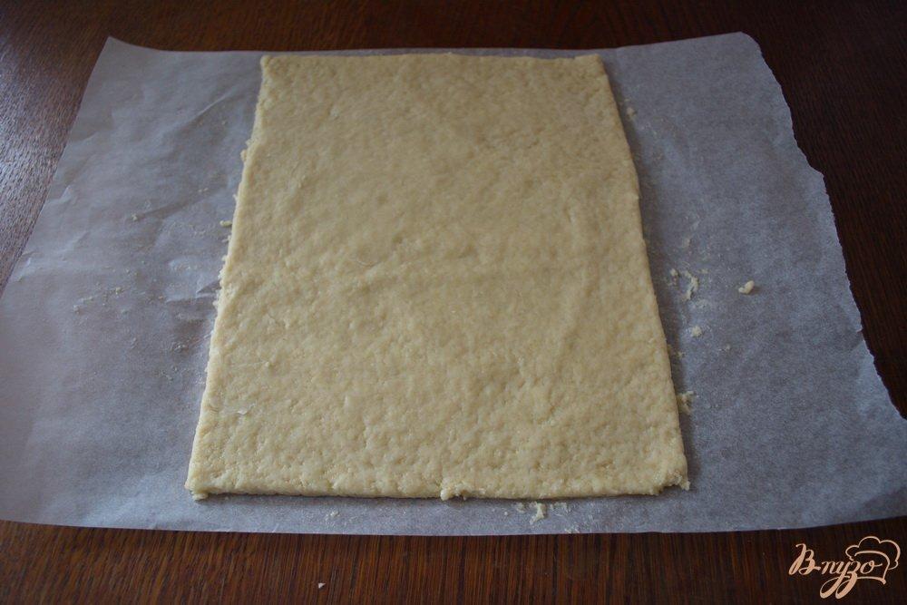 Фото приготовление рецепта: Кефирное печенье с вареньем из кабачков шаг №5