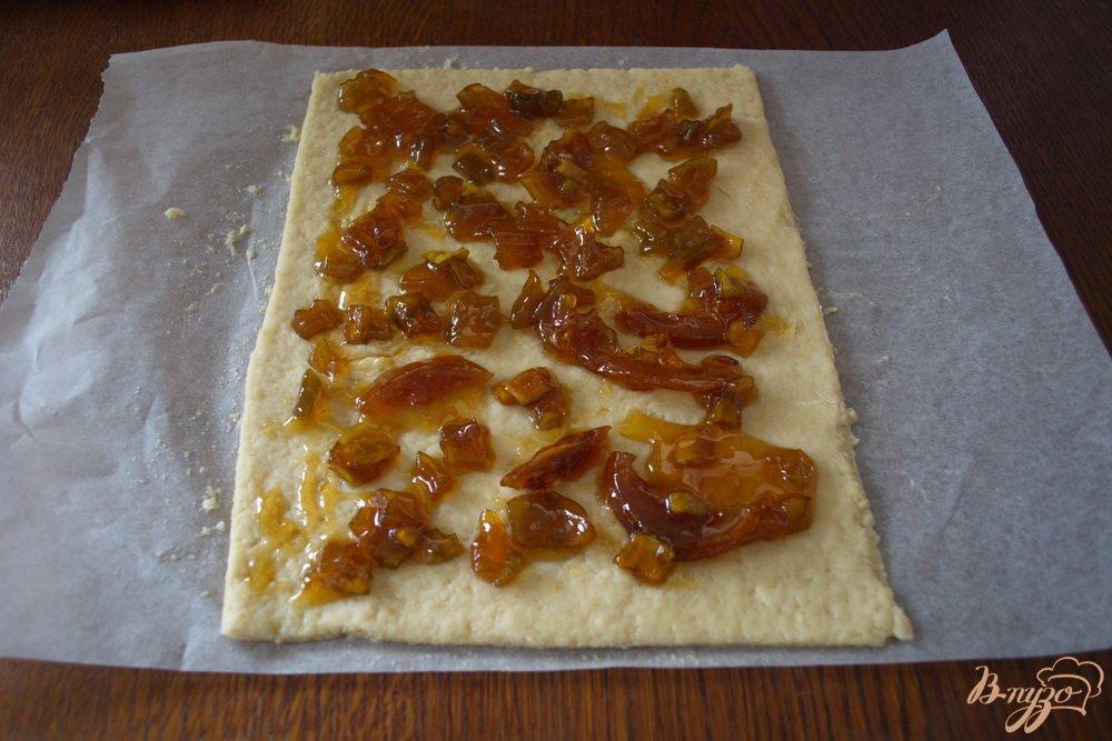 Фото приготовление рецепта: Кефирное печенье с вареньем из кабачков шаг №6