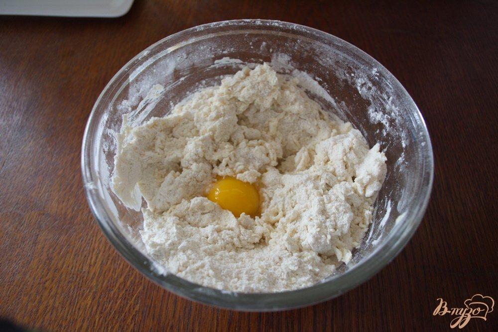 Фото приготовление рецепта: Кефирное печенье с вареньем из кабачков шаг №3