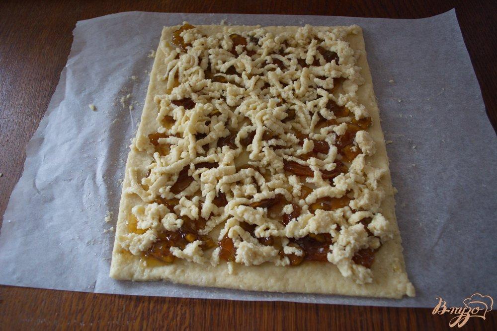 Фото приготовление рецепта: Кефирное печенье с вареньем из кабачков шаг №7