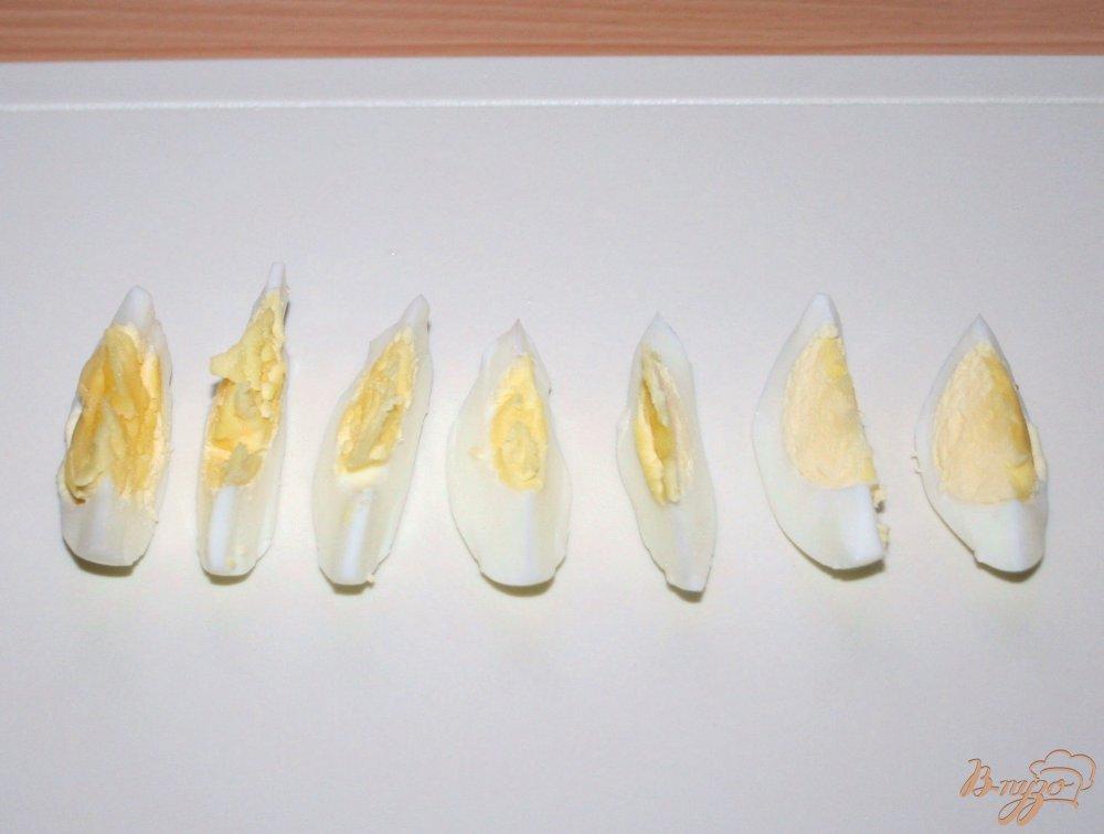 Фото приготовление рецепта: Салат с запеченным лососем в кунжутной панировке шаг №6