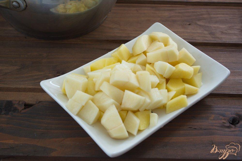 Фото приготовление рецепта: Томатный суп с мясом и макаронами шаг №1