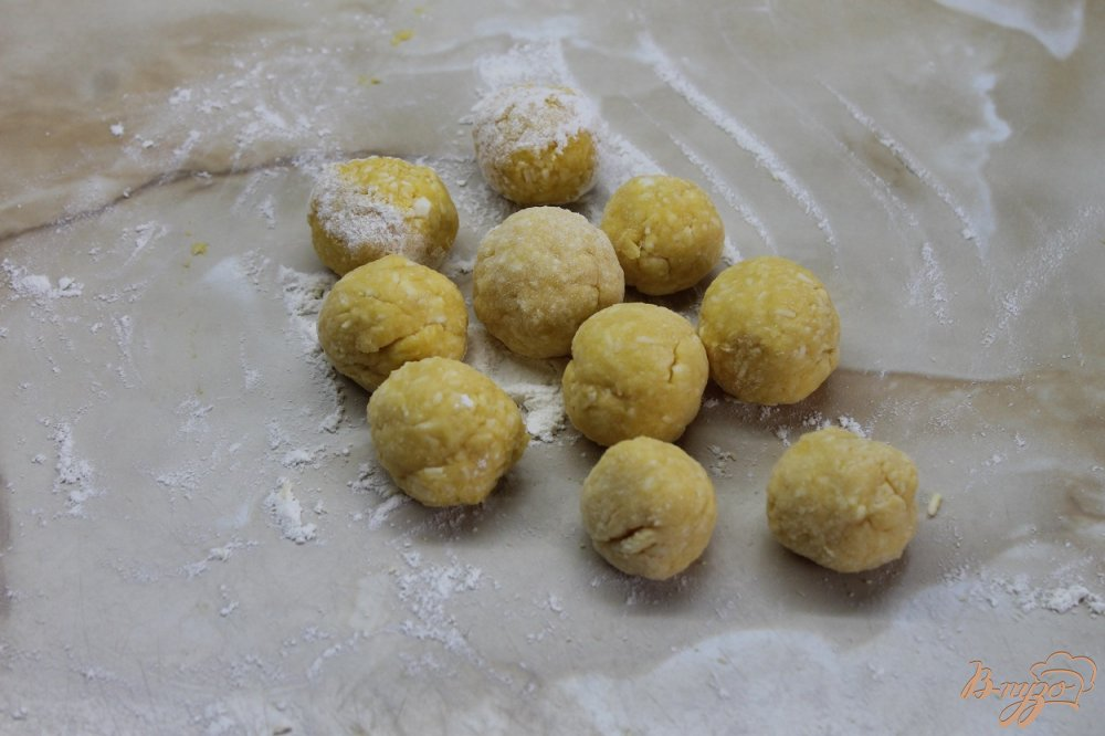Фото приготовление рецепта: Пончики с плавленным сыром шаг №6