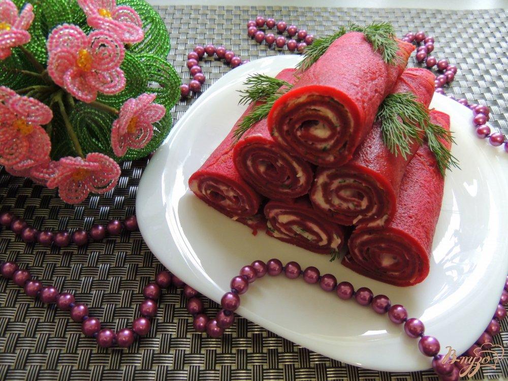 Фото приготовление рецепта: Свекольные блинчики с брынзой шаг №7