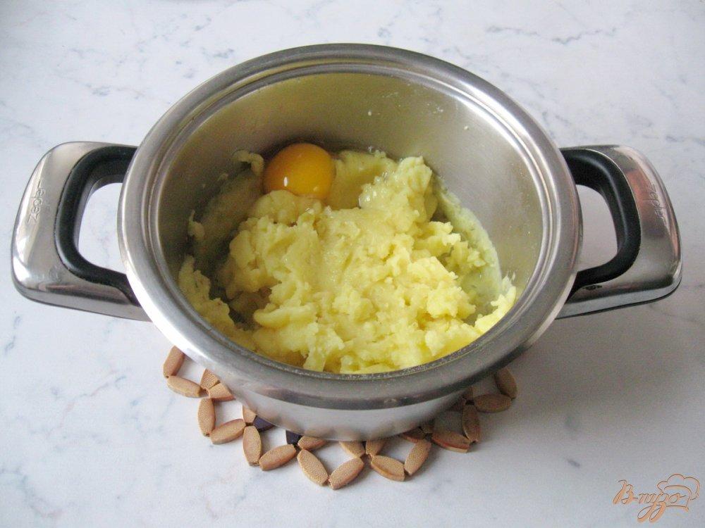 Фото приготовление рецепта: Картофельные оладьи со сметаной. шаг №4