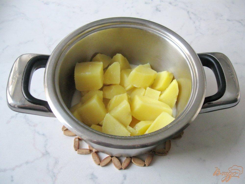 Фото приготовление рецепта: Картофельные оладьи со сметаной. шаг №2