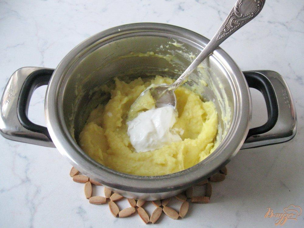 Фото приготовление рецепта: Картофельные оладьи со сметаной. шаг №5