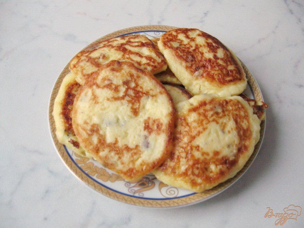 Фото приготовление рецепта: Картофельные оладьи со сметаной. шаг №8