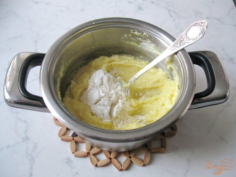 Фото приготовление рецепта: Картофельные оладьи со сметаной. шаг №6