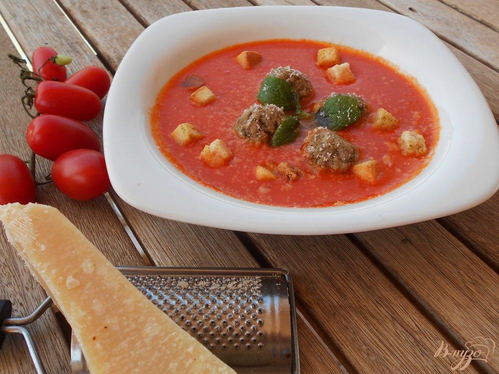 Фото приготовление рецепта: Томатный суп-пюре по- средиземноморски шаг №11