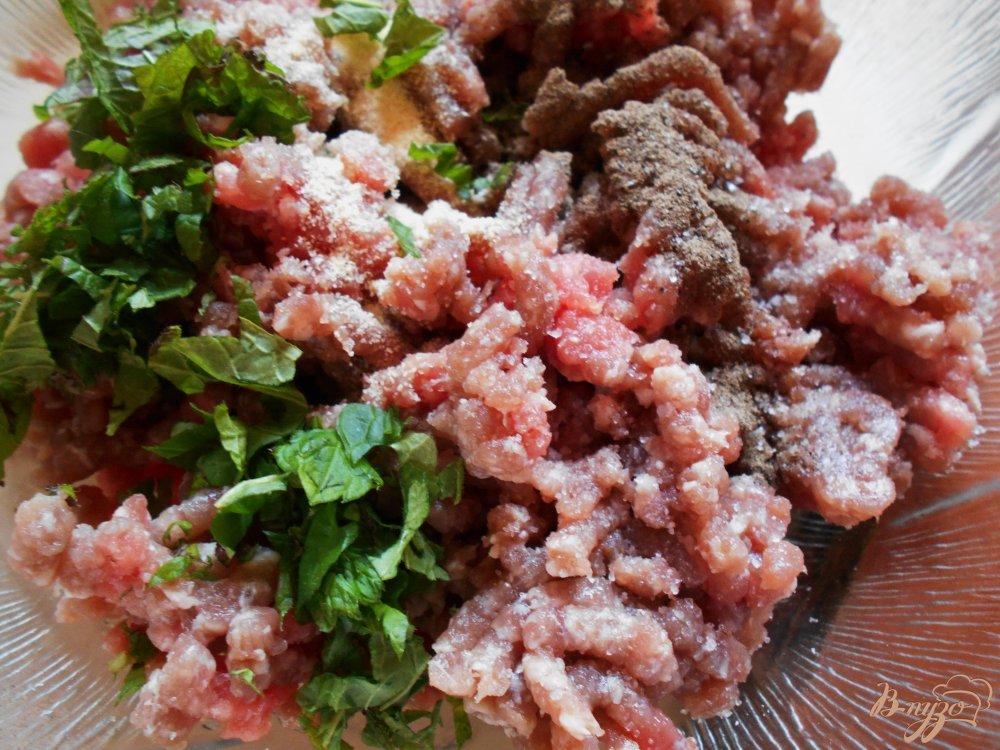 Фото приготовление рецепта: Томатный суп-пюре по- средиземноморски шаг №4