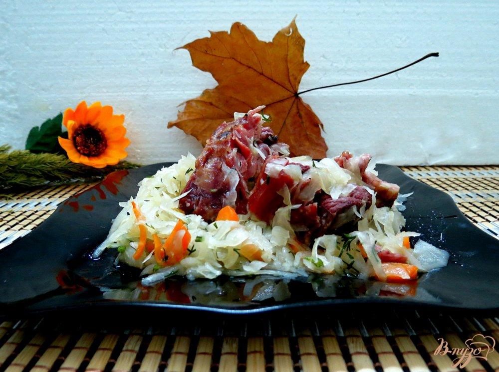 Фото приготовление рецепта: Капуста тушёная с копчёностями шаг №11
