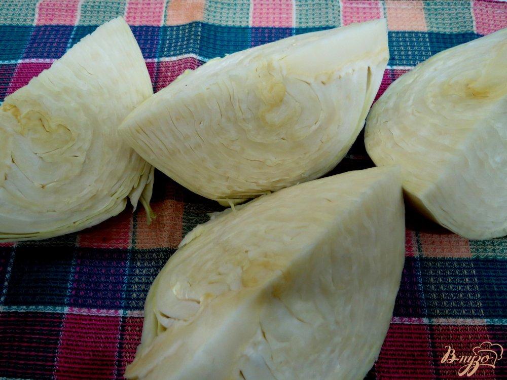 Фото приготовление рецепта: Капуста тушёная с копчёностями шаг №3