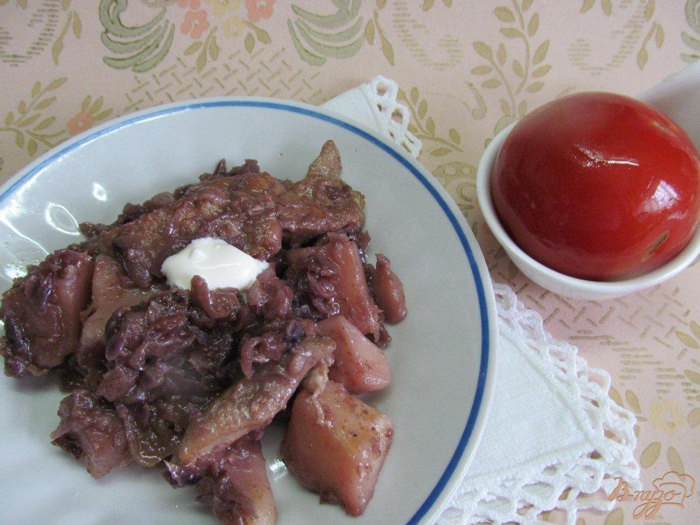 Фото приготовление рецепта: Свинина с яблоком и красной капустой шаг №8