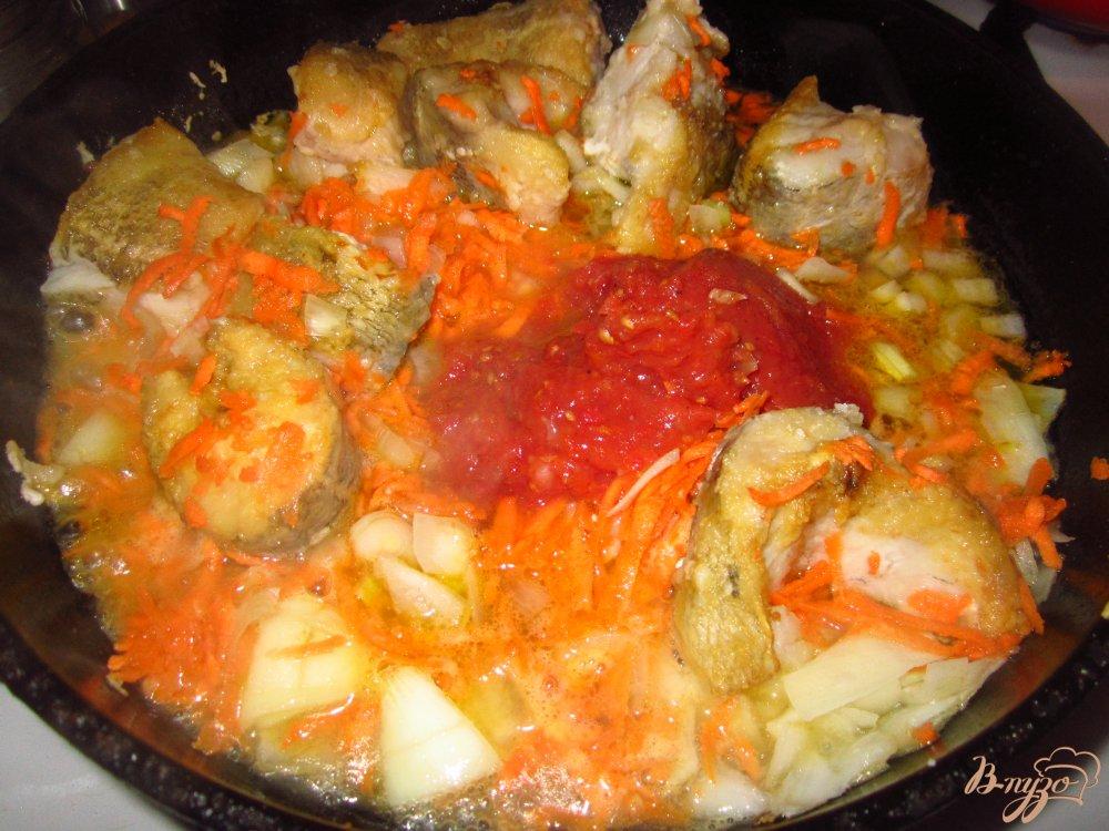 Фото приготовление рецепта: Нототения в тушенная с овощами в соусе шаг №5