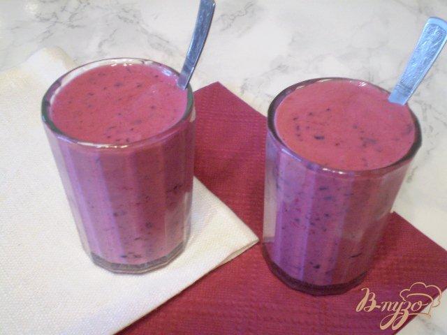 Фото приготовление рецепта: Кефир ягодный шаг №6